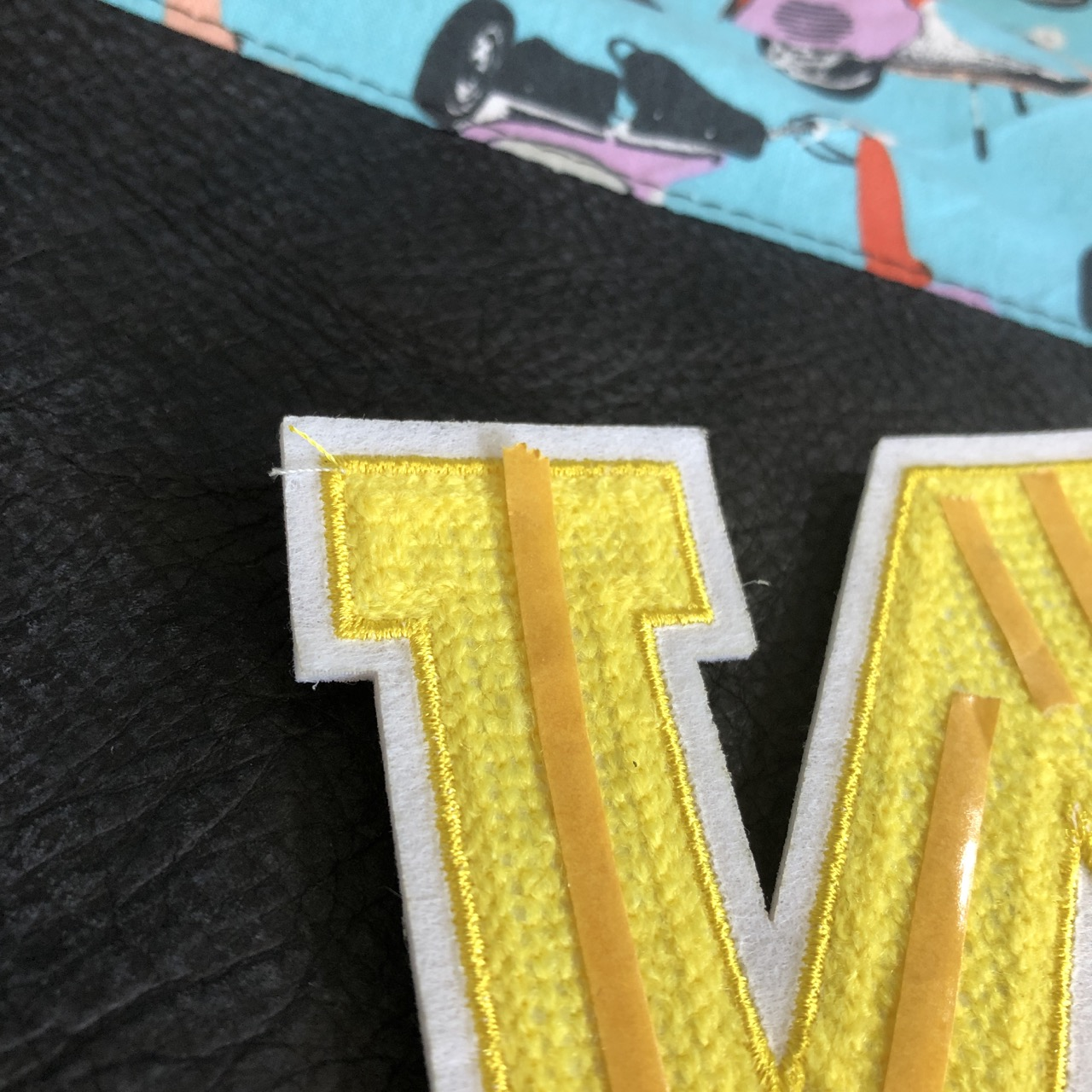 Collegebuchstaben mit Stylefix fixieren